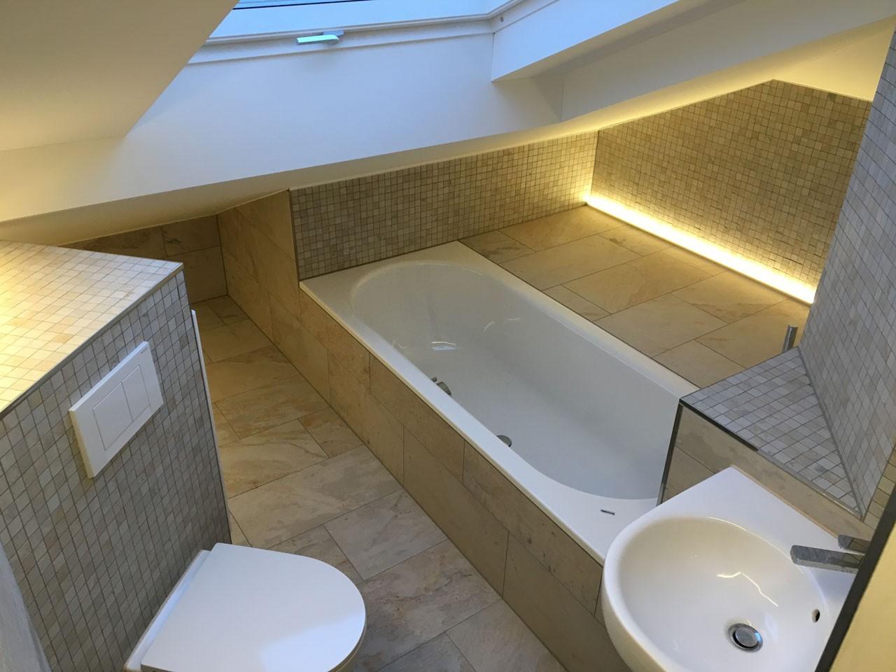 Badzimmer unter dem Dach