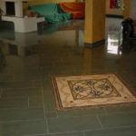Bodenbeläge Feinsteinzeug ploiert mit Mosaik